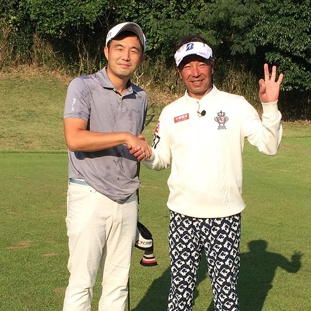「原田伸郎のめざせパーゴルフ」にてプロゴルファー井戸木鴻樹さんのドキドキレッスンに出演させてもらいました。放送は来年1月9日との事なので、是非ご覧下さい(^^) #井戸木鴻樹 #ゴルフ会員権#ゴルフ会員権のことなら#ナニワゴルフ#ゴルフ会員権相場